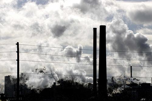 Emissions at a manufacturing complex in North America. Credit:  UN Photo/Kibae Park