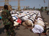 Muslims praying at the Martyrs' Square in Tripoli. Credit: Karlos Zurutuza/IPS.