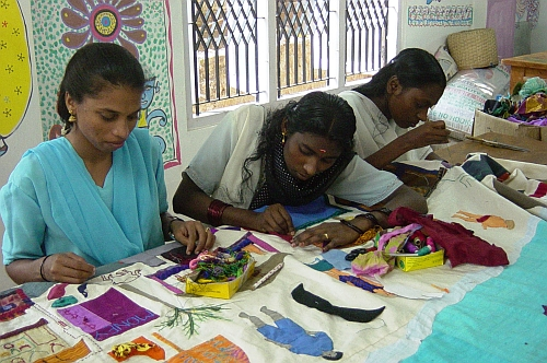 Women making saleable products from waste. Credit: Thanal/IPS