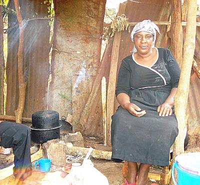 An internally-displaced Kenyan woman cooks in her makeshift kitchen.  Credit: Miriam Gathigah/IPS