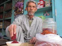 A saffron trader in Srinagar. Credit: Athar Parvaiz/IPS.