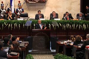 Porfirio Lobo speaking in Congress at the inauguration of the new legislative session. Credit: Honduran Presidency