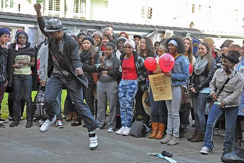 Berkeley High students applaud a dance performance at an education rally.  Credit: Judith Scherr/IPS