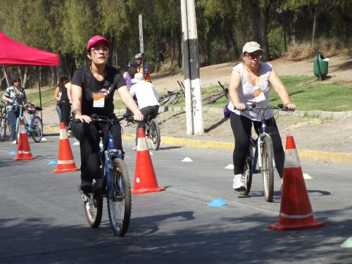 A bike-riding course for women in Santiago.  Credit: Pamela Sepúlveda/IPS