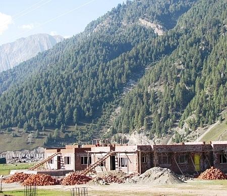 Unplanned construction at the Sonamarg resort, Kashmir. Credit: Athar Parvaiz/IPS