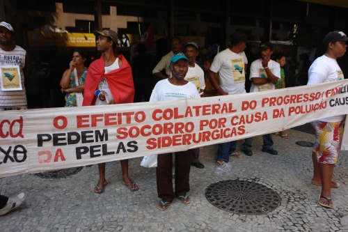 People Affected by Vale protest in Rio de Janeiro.  Credit: Verena Glass, Justiça Global