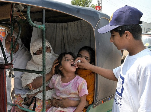 Pakistan and Afghanistan have begun a joint immunisation campaign against polio, while a new project aims to promote child immunisation in Pakistan. Credit: Ashfaq Yusufzai/IPS