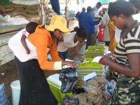 Women buying - and selling - drought-resistant seed in Matsanjeni, Swaziland. Credit:  Mantoe Phakathi/IPS