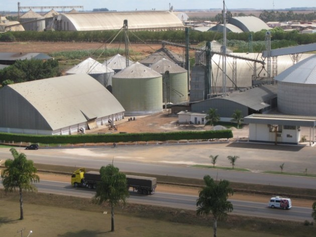 Silos for soy, corn and cotton in Mato Grosso, Brazil. Agribusiness has a key role to play in meeting Brazil's greenhouse gas reduction target. Credit: Mario Osava/IPS