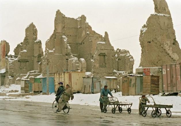 Residents of Kabul reside amongst the destruction caused by Afghanistan's civil war. Credit: UN Photo/Eskinder Debebe