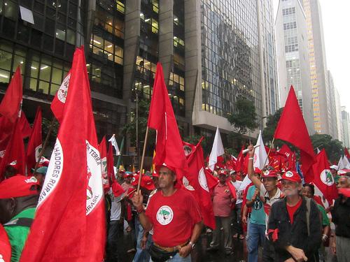Landless workers march in Rio de Janeiro Jun. 20, 2012. Credit: Mario Osava/IPS