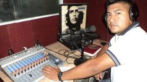 Mario Martínez beginning broadcasts in the Radio Mangle studio in El Salvador. Credit: Edgardo Ayala/IPS