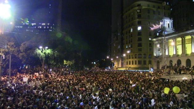 Peaceful protest in Cinelandia square in Rio de Janeiro. Credit: Fabíola Ortiz/IPS