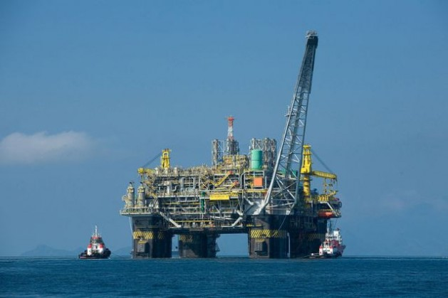 P-51, the first 100 percent Brazilian platform, has a capacity to produce 180,000 barrels of crude and six million cubic metres of gas per day. Credit: Divulgação Petrobras/ABr