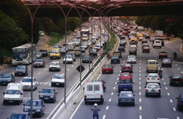 Traffic on São Paulo's busy Avenida 23 de Maio. Credit: Photostock/IPS