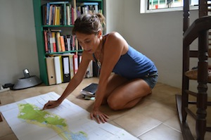 Berber van Beek studying the geology of Curaçao. Credit: Mark Olalde/IPS