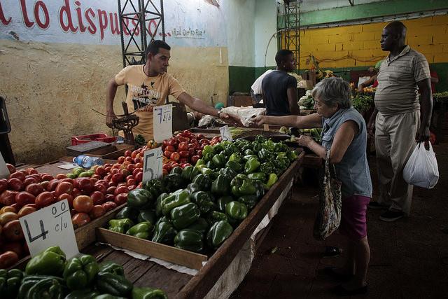 A farmers' market on Vapor street in Old Havana. Credit: Jorge Luis Baños/IPS