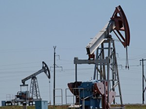 Oil pumps in southern Russia. Photo: Gennadiy Kolodkin/World Bank