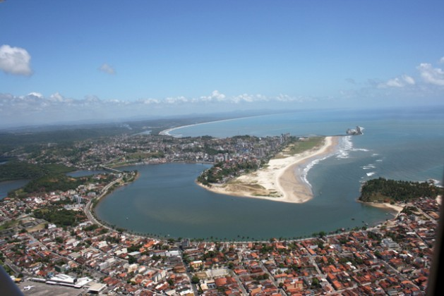The town of Ilhéus in the Northeast Brazilian state of Bahia, part of whose coastline will be modified by the construction of the Porto Sul port complex, which environmentalists and local residents are protesting because of the serious ecological and social damage it will cause. Credit: Courtesy Instituto Nossa Ilhéus