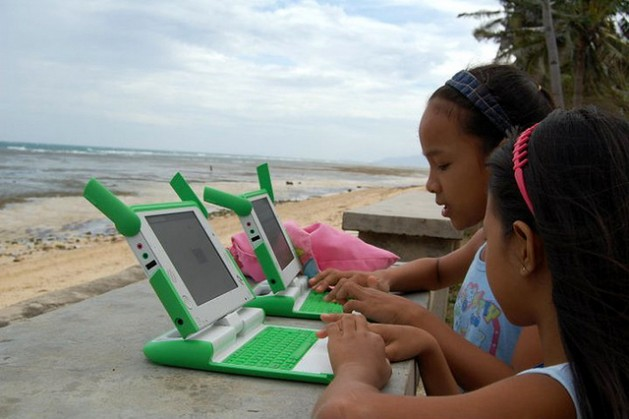 Children surf the net in a remote island community in the Philippines where fishing is the main source of income. Credit: eKindling/Lubang Tourism.
