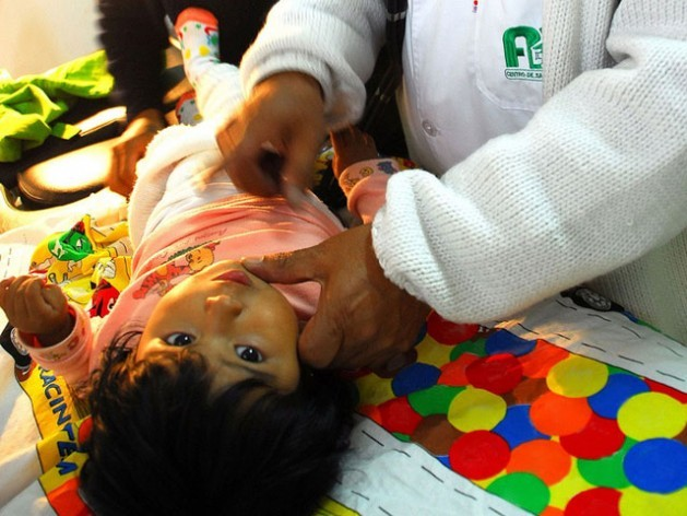 A doctor attends a 10-month-old baby in a public health centre in Bolivia, in one of the regular check-ups that are a requisite for women to receive the mother-child subsidy, one of the mechanisms created to reduce maternal and infant mortality in the country. Credit: Franz Chávez/IPS