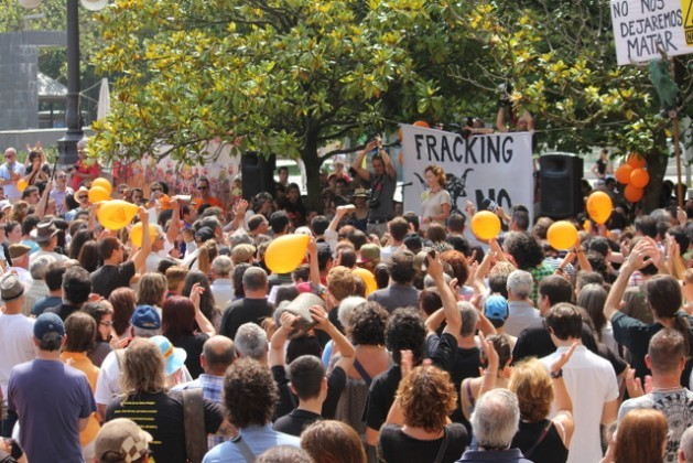Hundreds of demonstrators protest against fracking in Santander, the capital of the northern Spanish region of Cantabria. Credit: Courtesy of Asamblea Contra el Fracking de Cantabria
