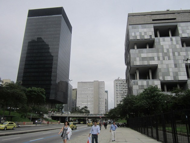 The BNDES building, left, is across the street from the headquarters of the state oil company Petrobras, overlooking the Avenida República do Chile in Rio de Janeiro. Credit: Mario Osava/IPS
