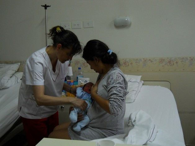 Maternal care during the pregnancy, birth and post-partum period is essential to reduce the high maternal mortality rate in Latin America. Credit: Courtesy of the Tigre municipal government