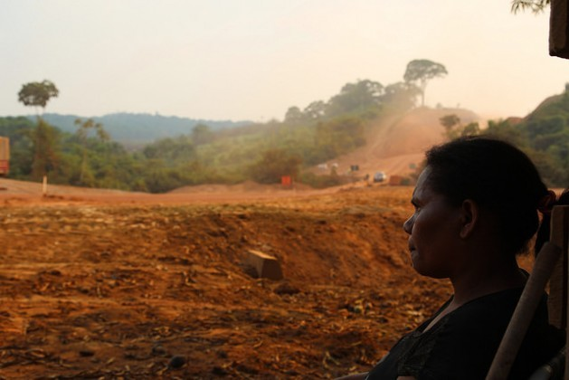 A local small farmer, Rosineide Maciel, watches the road improvement works on highway BR-163, which runs past her house in Itaituba municipality in the northern Brazilian state of Pará. Credit: Fabiana Frayssinet/IPS