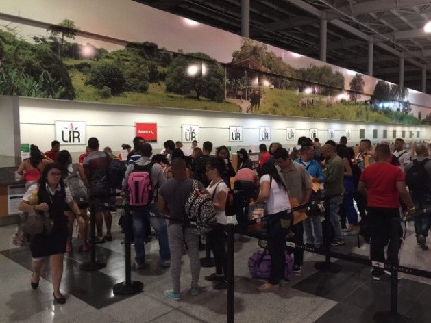 Some of the 180 Cuban immigrants who departed Jan. 12 from the Daniel Oduber aiport in northern Costa Rica, as they line up for the test flight, the start of a possible solution to the crisis that broke out in November 2014. Credit: Foreign Ministry of Costa Rica