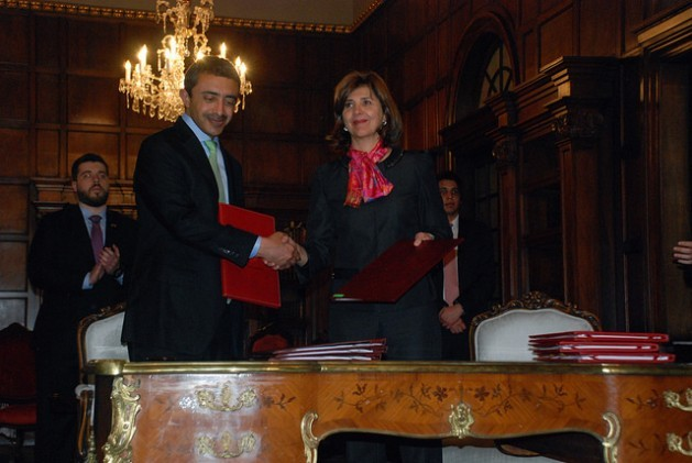 The foreign ministers of Colombia, María Ángela Holguín, and the United Arab Emirates, Abdullah bin Zayed al Nahyan, signed eight cooperation accords late Tuesday Feb. 9 during the Emirati minister's visit to the South American nation, during a ceremony in the San Carlos Palace, the foreign ministry in Bogotá. Credit: Gloria Ortega/IPS