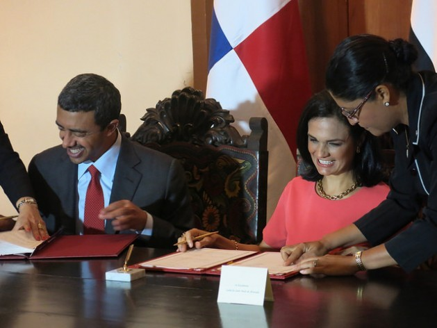 The United Arab Emirates foreign minister, Sheikh Abdullah bin Zayed Al Nahyan, and the vice president and foreign minister of Panama, Isabel de Saint Malo, smile as they sign an agreement for the creation of a Joint Cooperation Committee, at the end of their meeting in the Panamanian capital on Thursday Feb. 11. Credit: Guillermo Machado/IPS