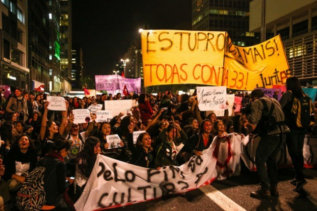 """""""No more rapes, everyone against the 33"""" reads a sign in a Jun. 8 mass protest by women in the city of São Paulo. Demonstrations against Brazil's sexist culture have mushroomed around the country, after the global outrage caused by the gang rape of a teenager by 33 men. Credit: Paulo Pinto/AGPT"""