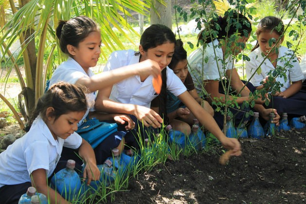 """Students at the """"República de Venezuela"""" School in the indigenous Lenca village of Coloaca in western Honduras, where they have a vegetable garden to grow produce and at the same time learn about the importance of a healthy and nutritious diet. Credit: Thelma Mejía/IPS"""