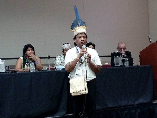 Srewe Xerente, an indigenous man from Brazil, performs a ritual during a forum on ancestral rights at the World Conservation Congress in Honolulu, Hawaii, where native peoples are demanding greater participation in conservation policies. Credit: Emilio Godoy/IPS