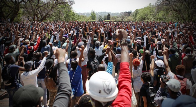 Hundreds of #FeesMustFall protesters gather outside the Union Buildings, the seat of government in South Africa, to demand free education on Oct. 20, 2016. Credit: Denvor DeWee/IPS