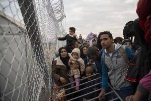 Refugees at the Greek-Macedonian border. Credit: Nikos Pilos/IPS