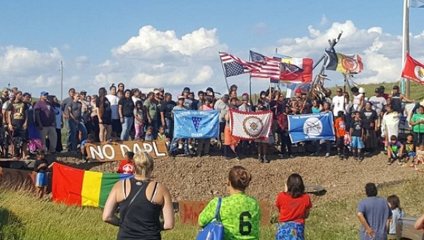 The Standing Rock Sioux tribe is fighting the construction of an oil pipeline across their land in North Dakota. The movement has gained international solidarity and has many things in common with indigenous struggles against megaprojects in Latin America. Credit: Downwindersatrisk.org