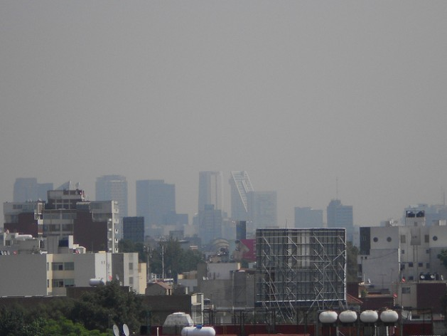 Panoramic view of a neighbourhood in southern Mexico City, with buildings semi-hidden by air pollution. Credit: Emilio Godoy/IPS
