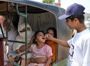 A child receives an oral polio vaccine in Peshawar, Pakistan. Credit: Ashfaq Yusufzai/IPS.