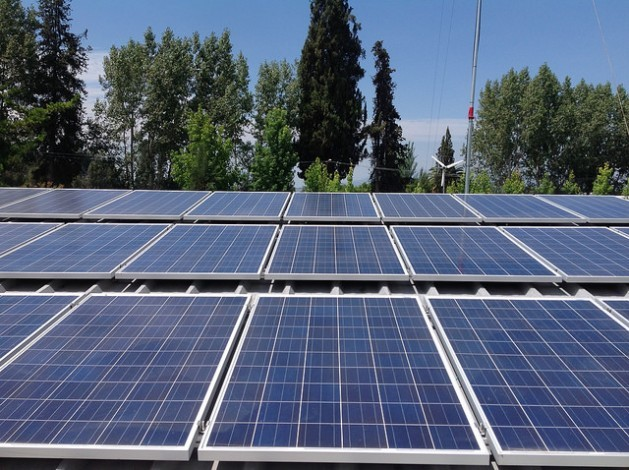 Panels at the Buin 1 Solar Plant, the first plant in Chile financed with shares sold to citizens, are ready to generate 10 KW, 75 per cent of which will be consumed by the participating households while the remainder will go into the national grid. Credit: Orlando Milesi/IPS