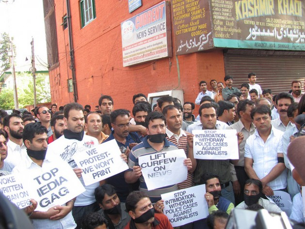 Kashmiri journalists at a rare protest against a government clampdown on freedom of expression. Credit: Athar Parvaiz/IPS