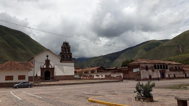 The central square of Huaro, with a colonial church that is a national monument, in the middle of the typical Andes highlands landscape. This Peruvian rural municipality of 4,500 people feels alone in its efforts to reduce the high levels of poverty. Credit: Mariela Jara / IPS