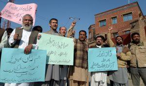 Journalists in Peshawar protest an attack on Dawn News near the Peshawar Press Club in November 2016. Credit: Ashfaq Yusufzai/IPS