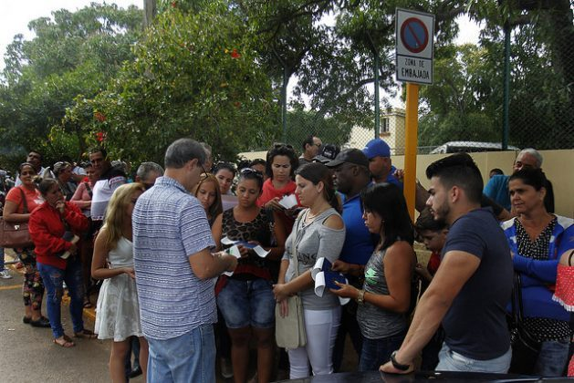 Cubans wait in line outside the Colombian embassy in Havana, to obtain a visa for Colombia in order to apply for a U.S. visa at the U.S. embassy in Bogotá, due to the reductions in staff in the U.S. embassy in the Cuban capital. Credit: Jorge Luis Baños / IPS