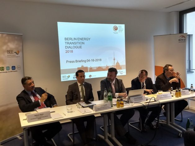 The director-general of the International Renewable Energy Agency (IRENA), Adnan Amin (left) from Kenya, explains, together with German officials and representatives of the German renewable energy industry, the benefits of the energy transition in Berlin, on Apr. 16, 2018. Credit: Emilio Godoy / IPS