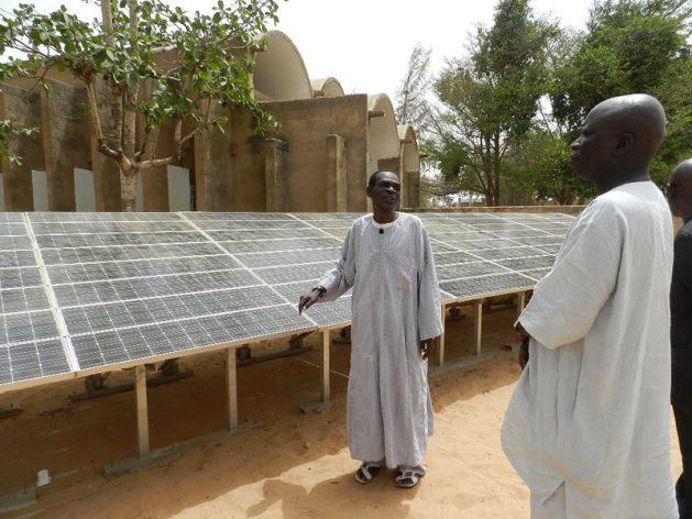 Solar panels in Dakar, Senegal. Credit: Fratelli dell'Uomo Onlus/cc by 3.0