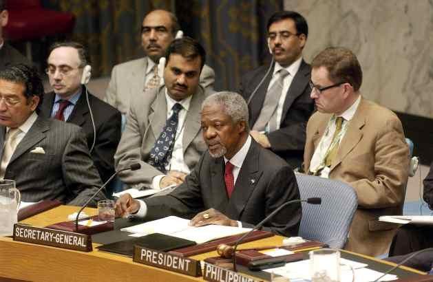 Secretary-General Kofi Annan (centre) addresses a Security Council Meeting on Iraq. 07 June 2004. Credit: UN Photo/Mark Garten
