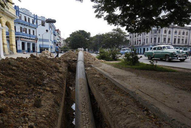 A medium-density polyethylene (MDPE) pipe is set to be installed on a centrally located avenue in the municipality of Centro Habana, which will be part of the new water supply grid for residents of the Cuban capital. Credit: Jorge Luis Baños/IPS