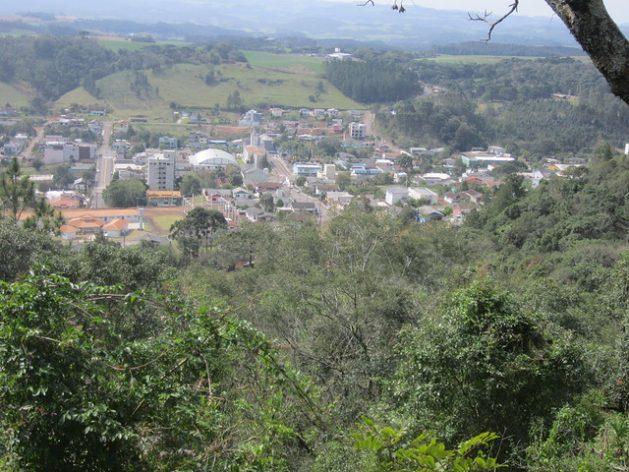 Panoramic view of Vargeão, the town where Anélio Thomazzoni, a pig farmer and large producer of biogas electricity in southern Brazil, lives. The 3,500 inhabitants of the municipality are largely small farmers who descend from Italian immigrants that came to Brazil in the 20th century. As the main economic activity in the western state of Santa Catarina, pig farming represents great potential for biogas production. Credit: Mario Osava/IPS